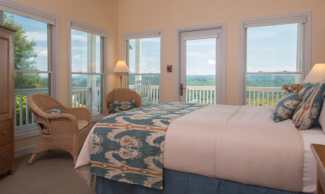 Little Stony Room - Breathtaking sunrises over the New River and Appalachian Mountains.